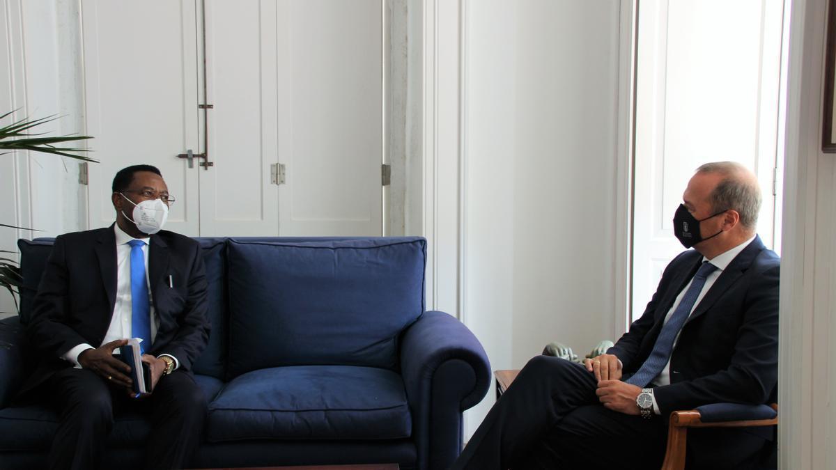 Hidalgo mantiene un encuentro con el embajador de Guinea Ecuatorial en España