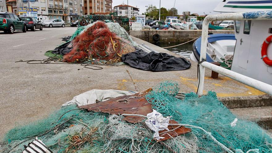 Lo viejos aparejos de pesca, un peligro que afea O Corgo