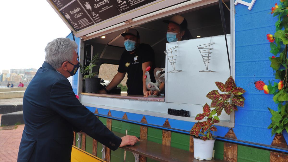 Nueve 'food trucks' itineran el despacho de comidas en la capital
