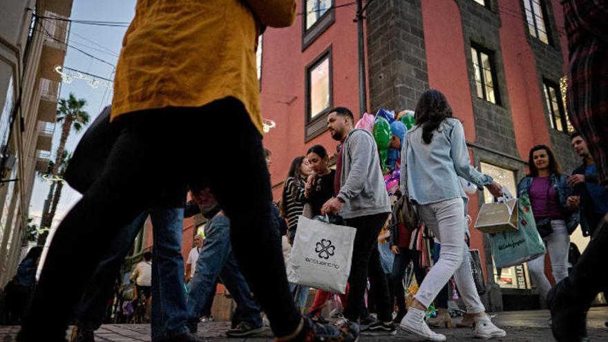 Alcampo busca 40 personas en Tenerife para la campaña de Navidad