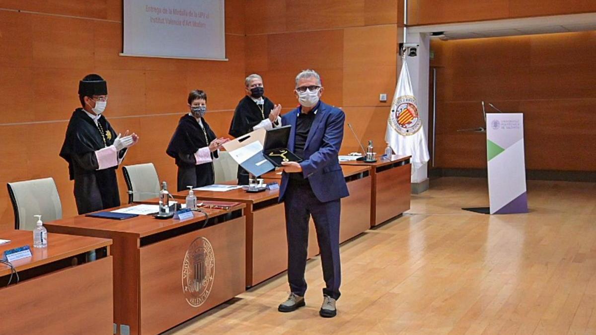 El IVAM recibe la medalla de la Universitat