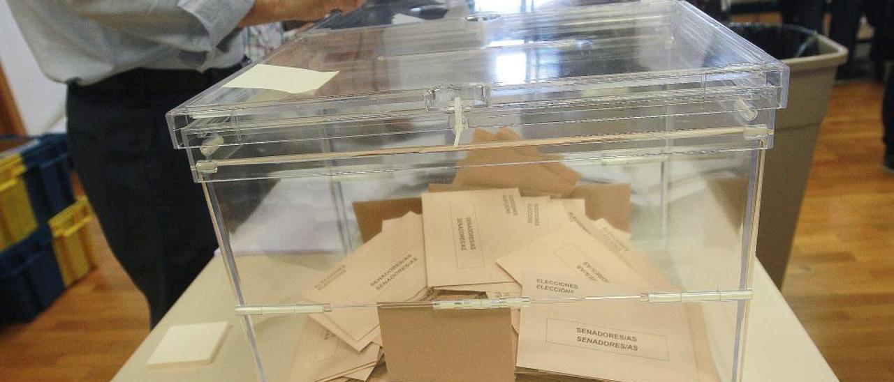 Más de 2,2 millones de gallegos, 3.000 menos que en abril, llamados a votar
