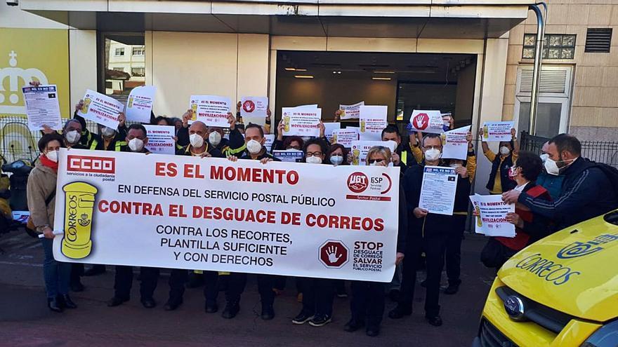 """Concentración en Avilés en contra del """"desguace de Correos"""""""