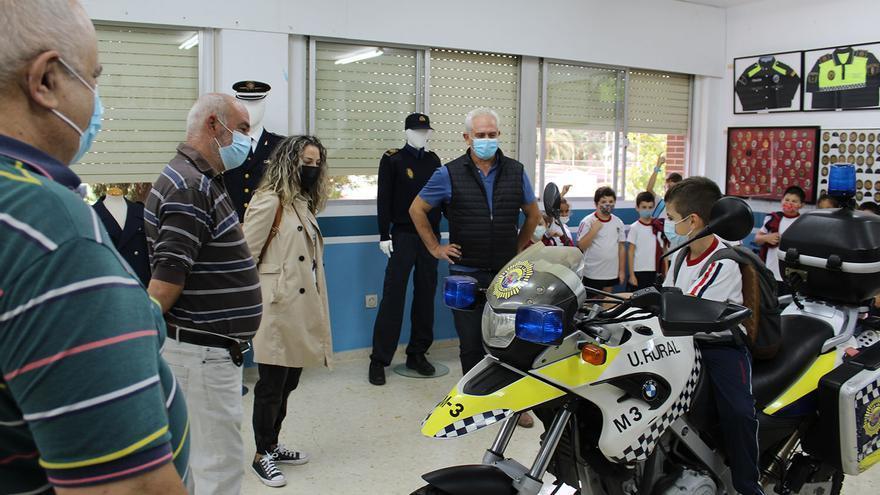 La Policía Local de Novelda abre su museo a los niños