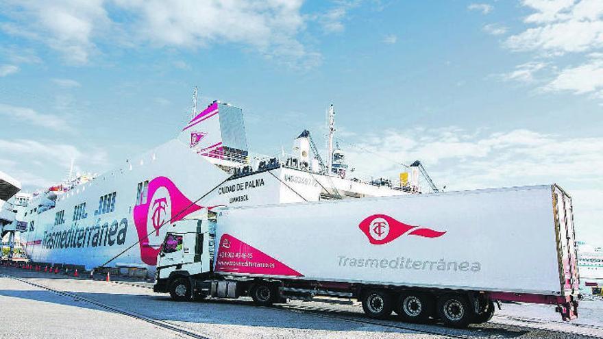 Las navieras de pasaje y mercancía piden apoyo tras perder la mitad de los ingresos