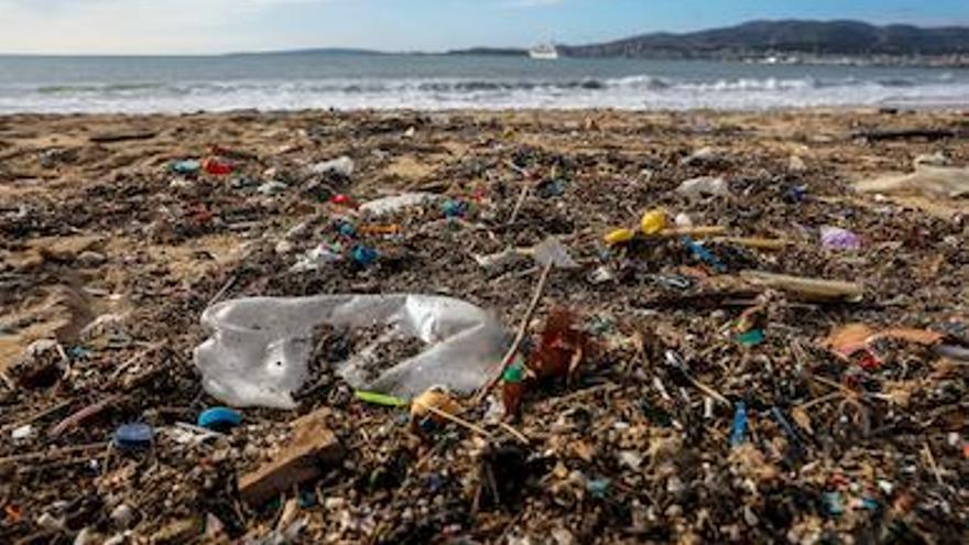 Studie: Hälfte des Mittelmeer-Mülls stammt von Tourismus