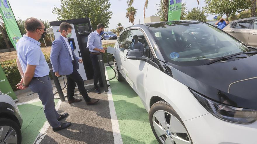 Iberdrola instala un punto de carga de vehículos eléctricos en Ociopía que se suma a la docena abiertos en Orihuela