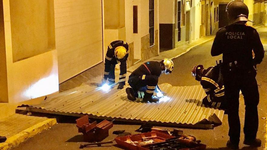 El vendaval deja a vecinos de El Verger sin luz y provoca caída de objetos a las calles de la Marina Alta
