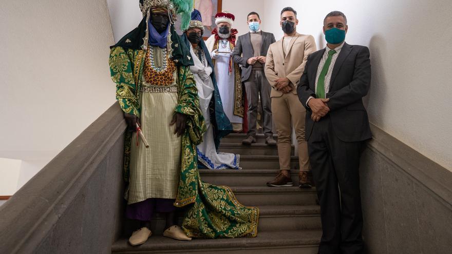 Los Reyes Magos se vacunan en Canarias contra el coronavirus