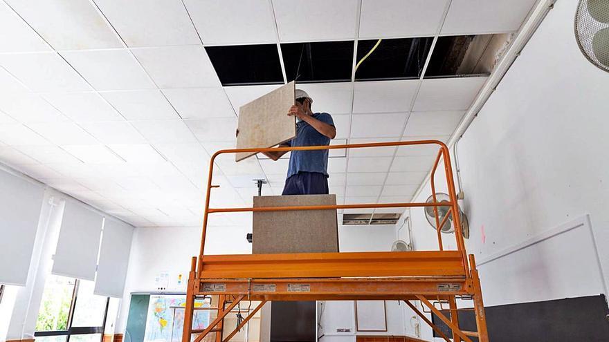 Cullera inicia las obras para minimizar el riesgo de caída              del techo de un colegio