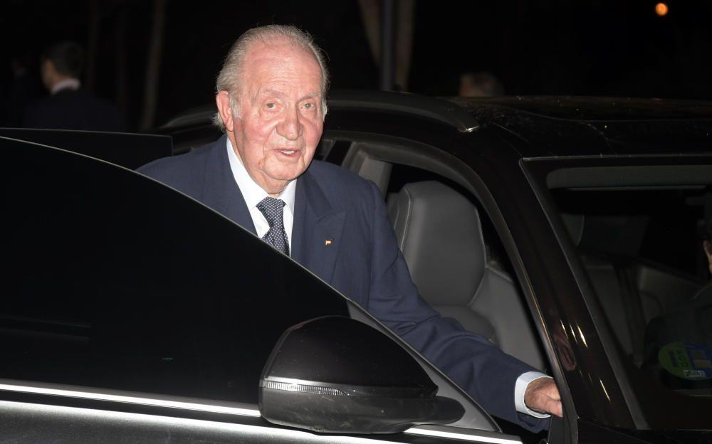 Don Juan Carlos durante su visita al tanatorio.