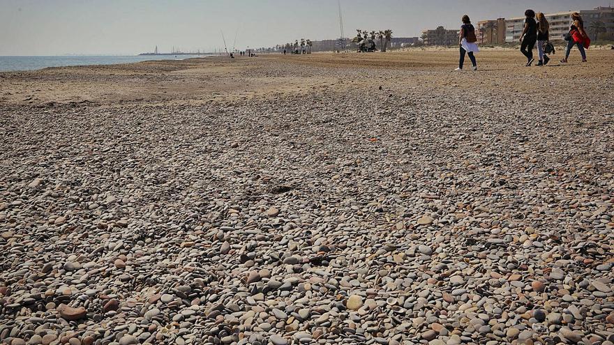 """Canet """"plantará cara"""" a las piedras de su playa"""