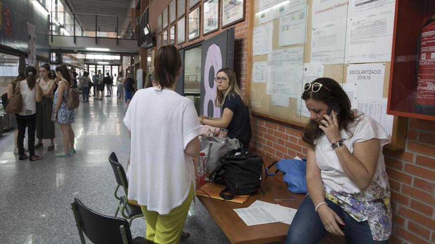 El Síndic catalán reclama celeridad para corregir el error en el traslado de los docentes