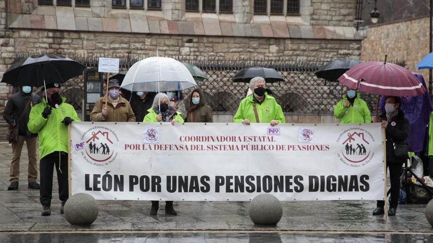 Centenares de jubilados de Castilla y León rechazan las últimas propuestas del Pacto de Toledo y piden unas pensiones dignas
