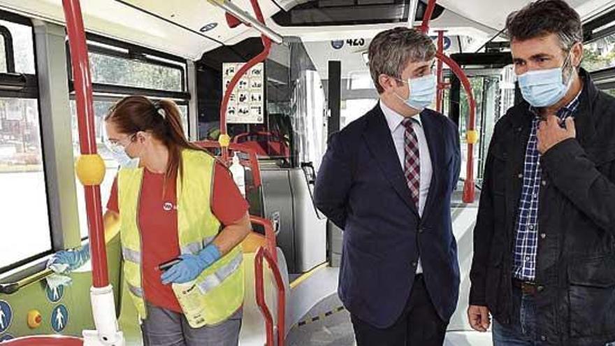 Tranvías reduce la ocupación de asientos al 50% y la de viajeros de pie a la sexta parte