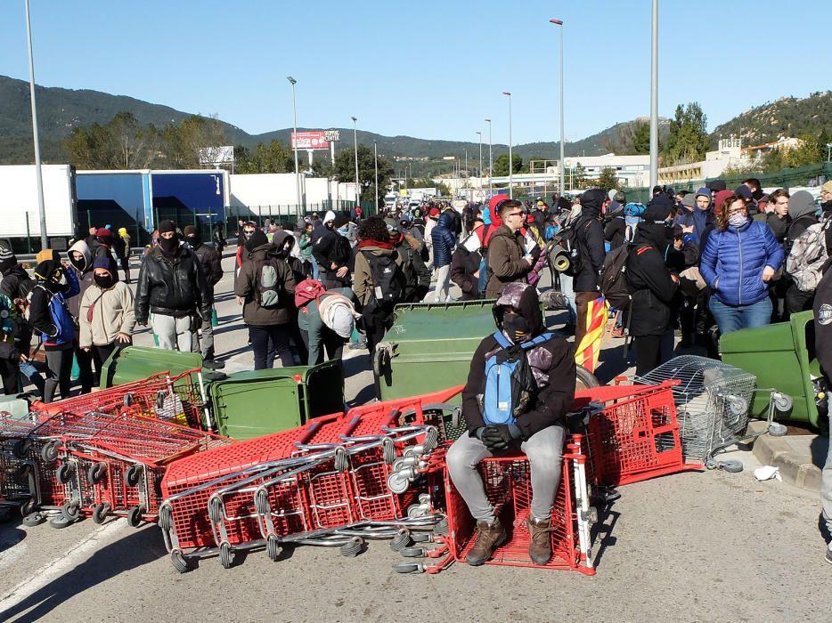 Tsunami Democràtic realitza talls intemitents a l'N-II a la Jonquera