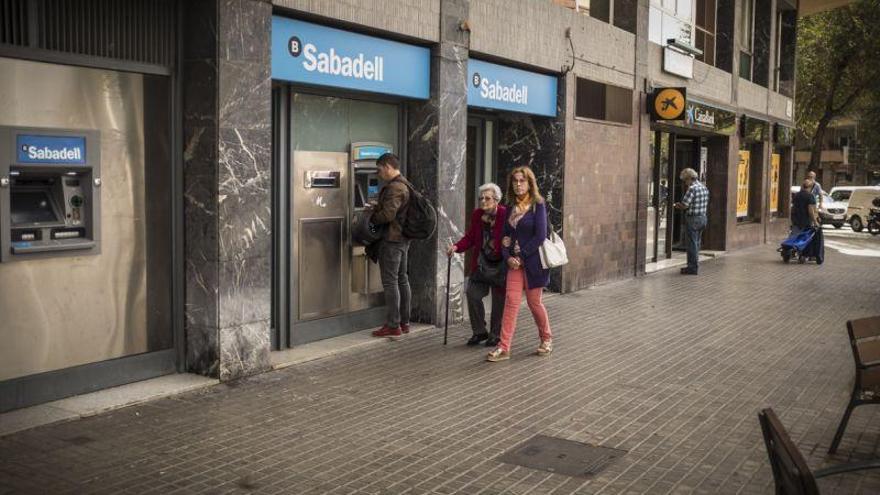 ¿Cuáles son las dudas de los clientes de la banca ante la DUI?