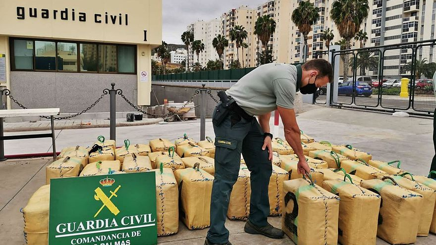 La Guardia Civil intercepta una zódiac con 1.600 kilos de hachís en San Andrés