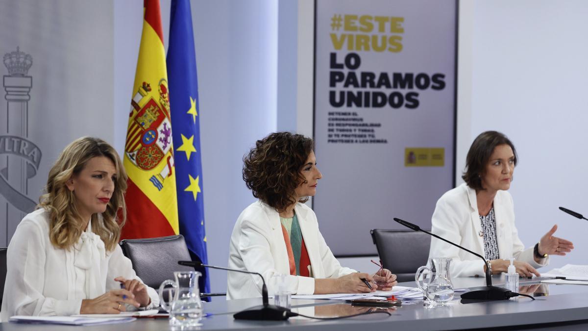 Yolanda Díaz, María Jesús Montero y Reyes Maroto.