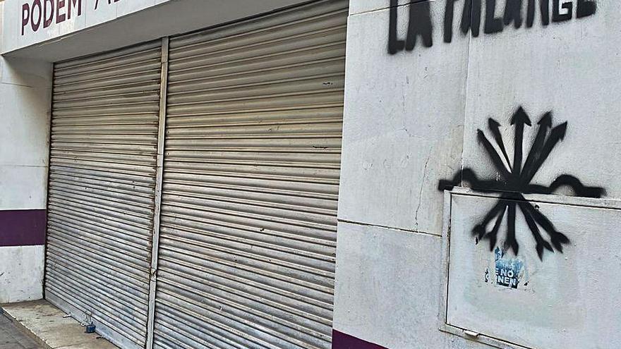 Pintadas de extrema derecha en las sedes de PSOE, Podemos y EU de Alicante