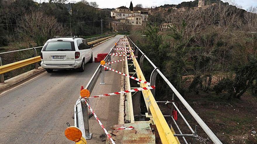 Territori reforça la barana del pont d'Esponellà per la manca de seguretat