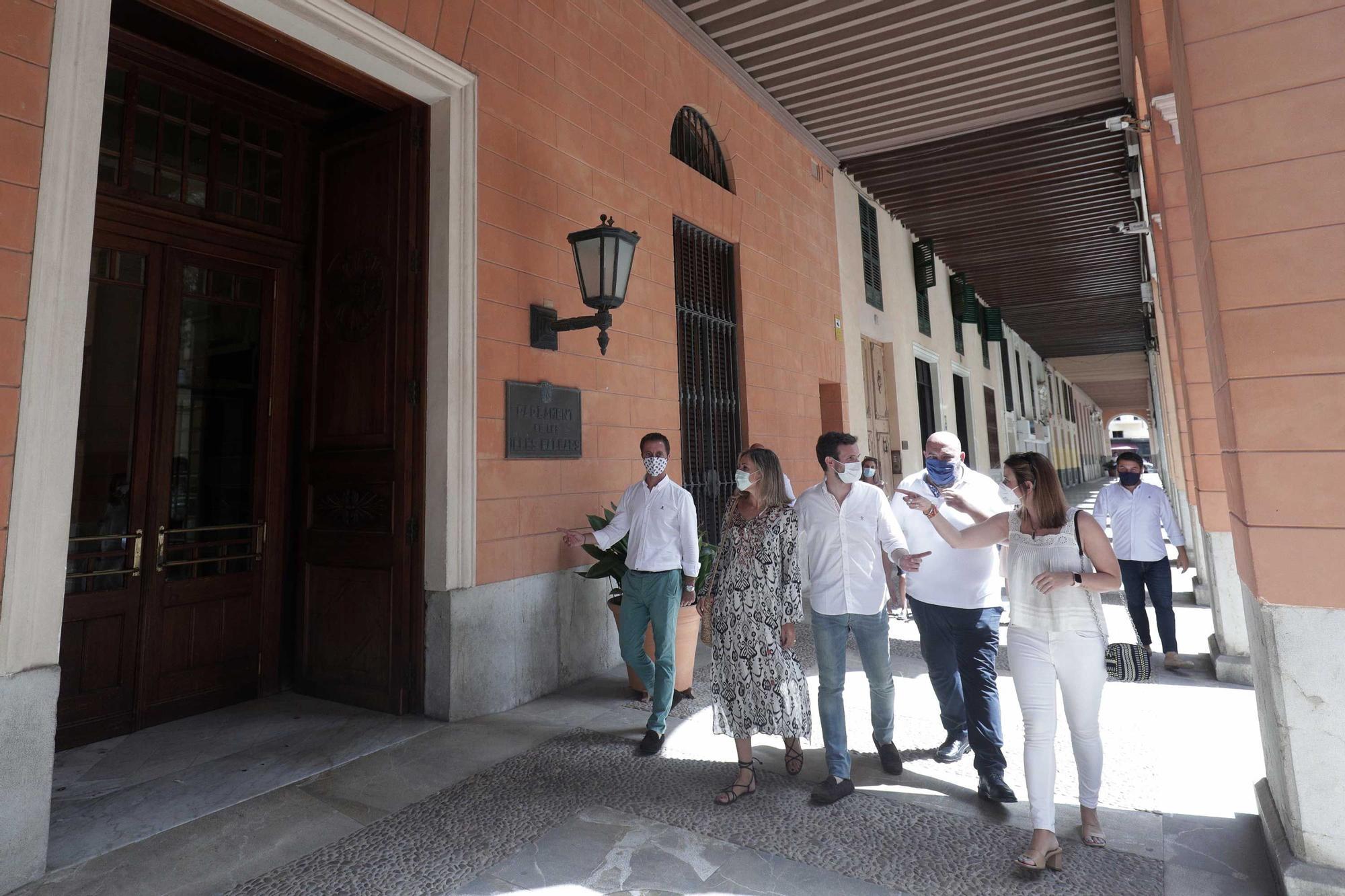 """Casado vuelve a Mallorca y rehúye hablar de los viajes cargados al Congreso: """"Está todo explicado"""""""