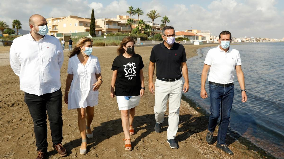 Adriana Lastra visita el Mar Menor.