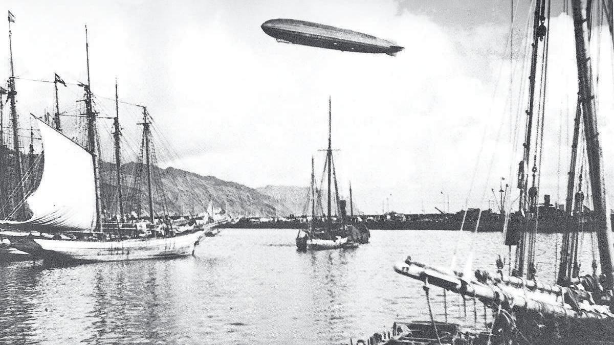 Gran Zeppelin sobre Santa Cruz de Tenerife en 1932.