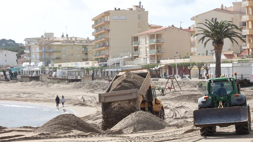 L'Escala prepara les platges per a la temporada de bany