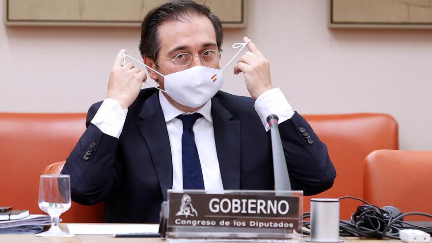 Exteriores pide retirar dos escudos franquistas de la fachada de su sede en Madrid