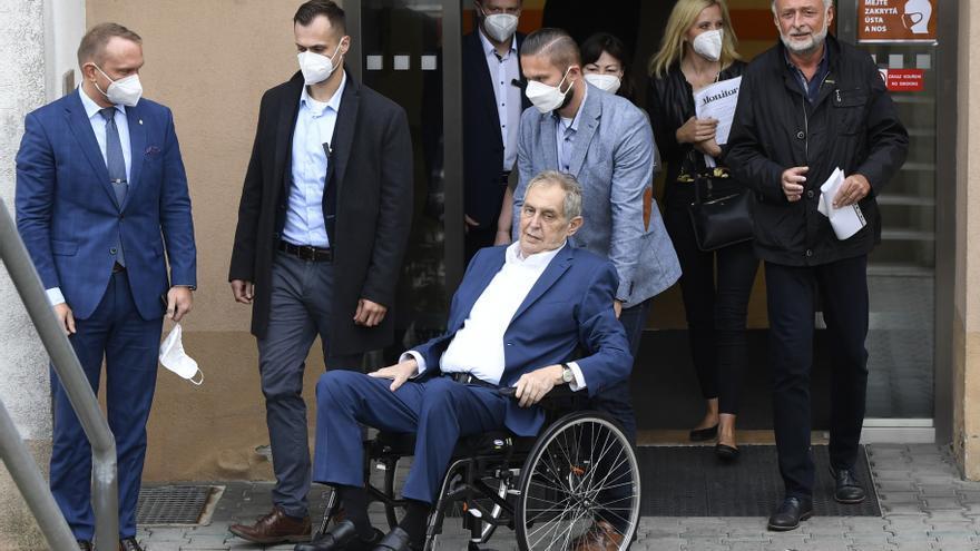 Ingresan de urgencia en la UCI al presidente checo Milos Zeman