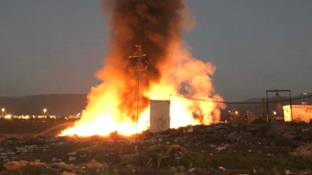 Arde un vertedero ilegal cerca de Vecindario