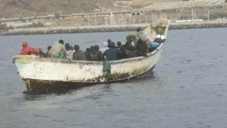 Llegan a Canarias más migrantes en un mes que en el resto de lo que va de año