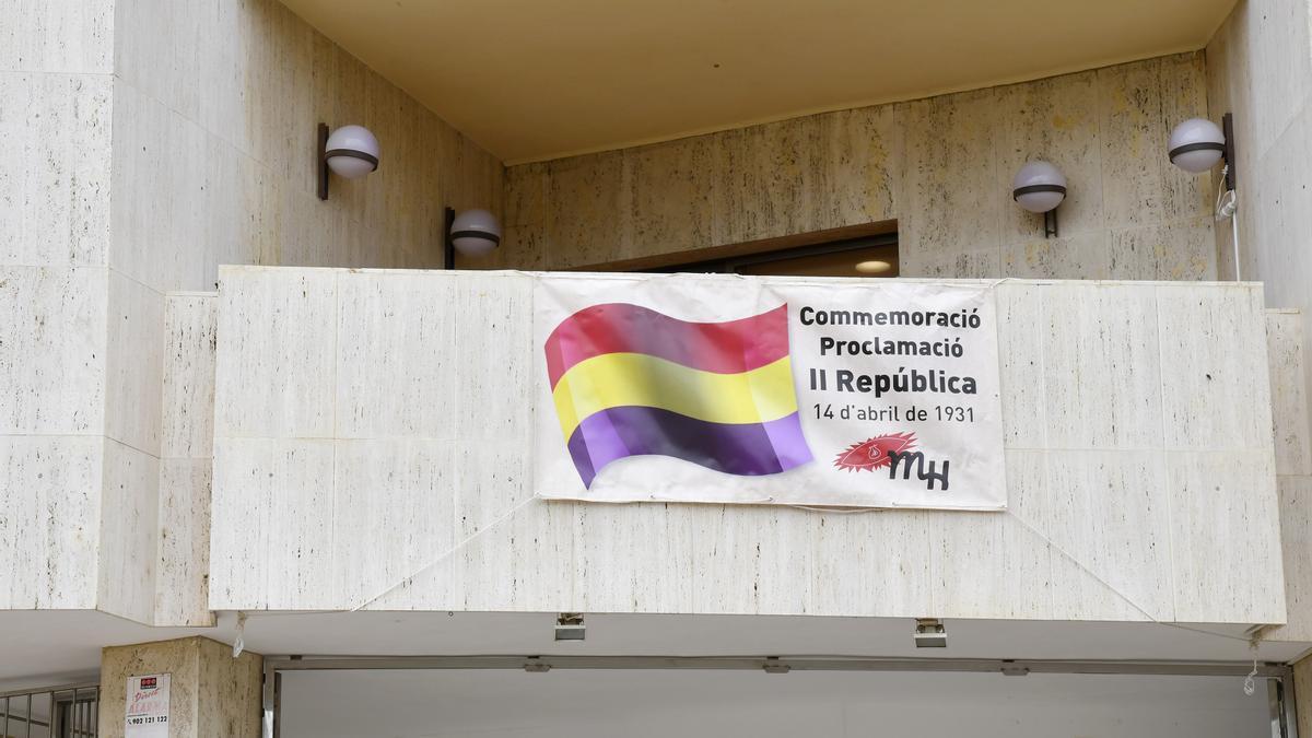 Pancarta en el Ayuntamiento de Paiporta