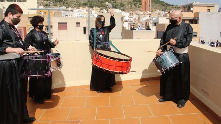L'Alcora cumple 30 años de Rompida de la Hora desde terrazas y balcones
