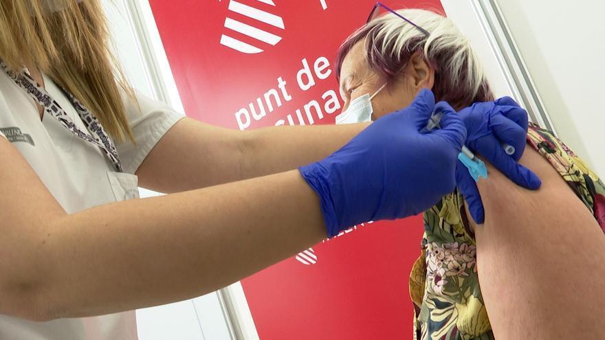 La vacunación al grupo de entre 60 y 65 años concluye esta semana