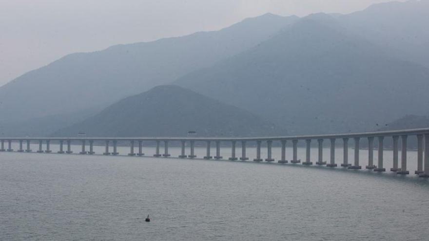 La Xina inaugura el pont marítim més llarg del món