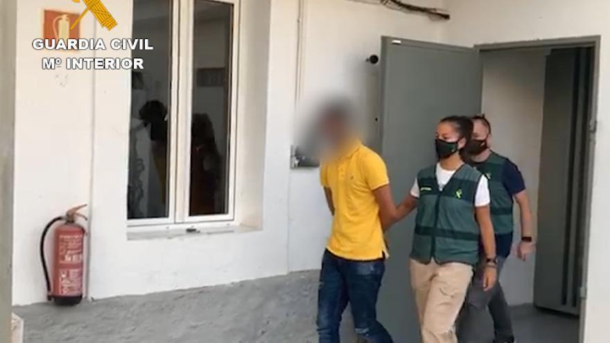 Tres detenidos en Almoradí por estafar 20.000 euros a clientes de bancos engañados con SMS fraudulentos