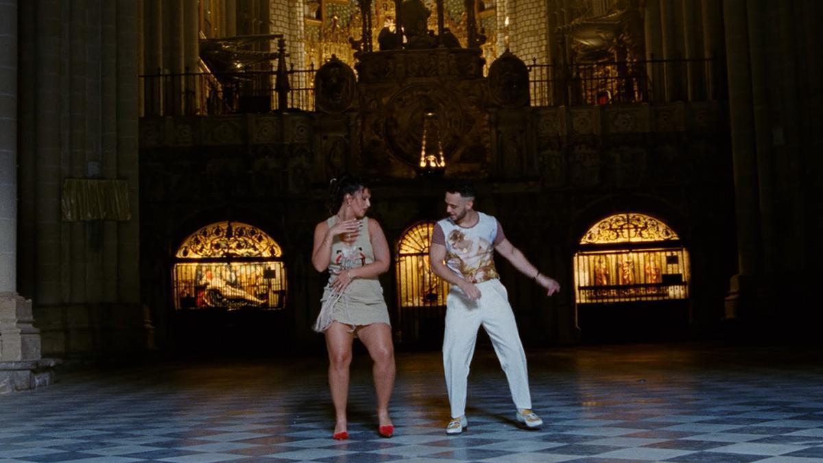 C. Tangana y Nathy Peluso, en el videoclip de 'Ateo'.