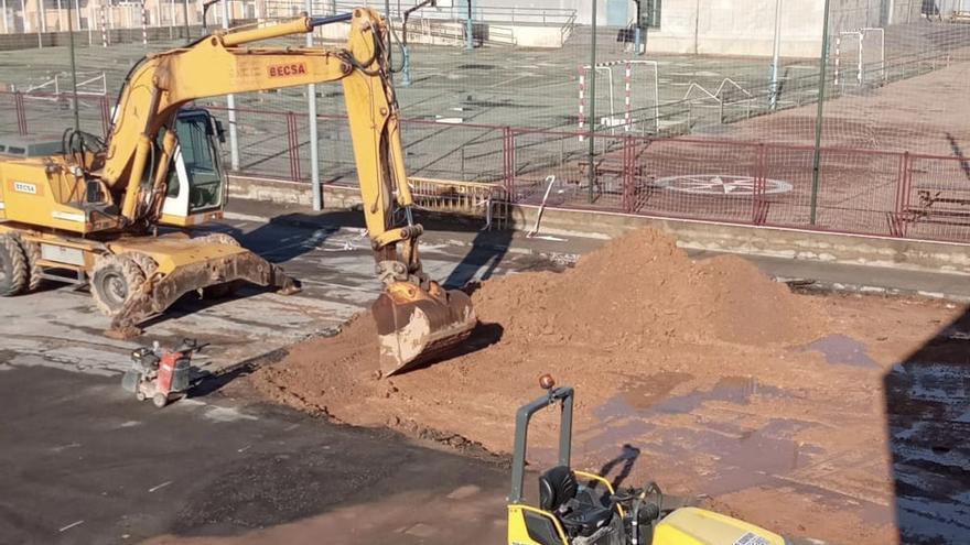 La piscina de Almassora recupera el parking tras una década de barracones del Regina
