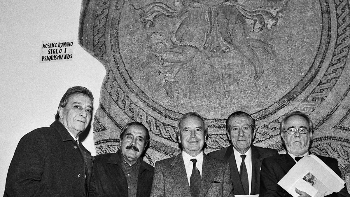 Vicente Núñez, Miguel del Moral, Pablo García Baena, Mario López y Ginés Liébana, a finales del pasado siglo.