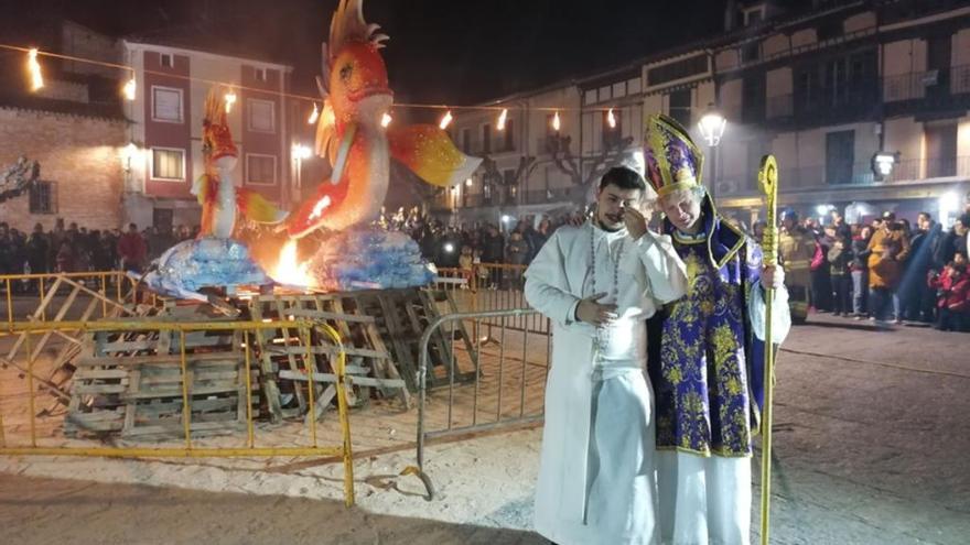 Toro despide a Don Carnal con el desfile del cortejo fúnebre y la quema de la sardina