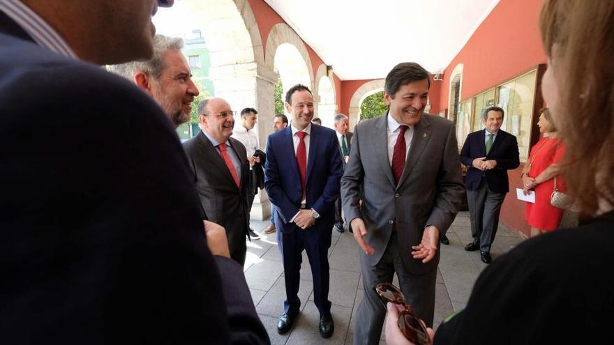 Destacados socialistas asturianos arropan a Javier Fernández en el acto boicoteado por la FSA