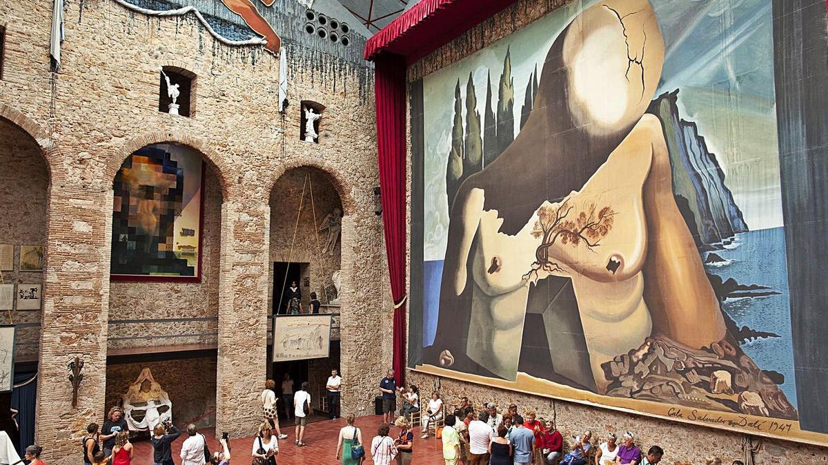 Visitants al Teatre Museu Dalí de Figueres, en una imatge d'arxiu. | ANIOL RESCLOSA
