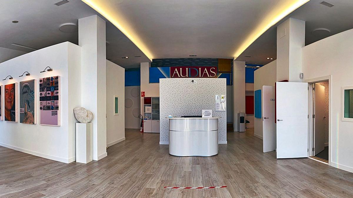 Centro auditivo Audias, en avenida de Finisterre.  // L. O.