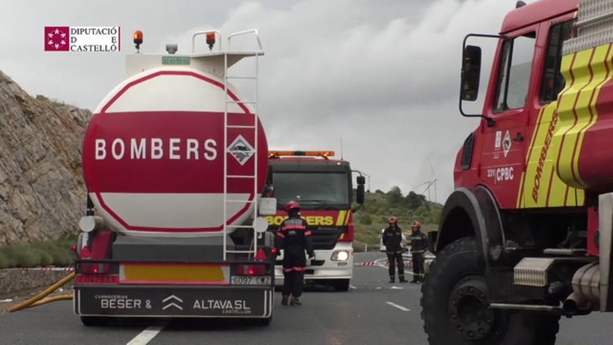 Cortada la A-23 en Barracas por el vuelco de un camión con mercancías peligrosas