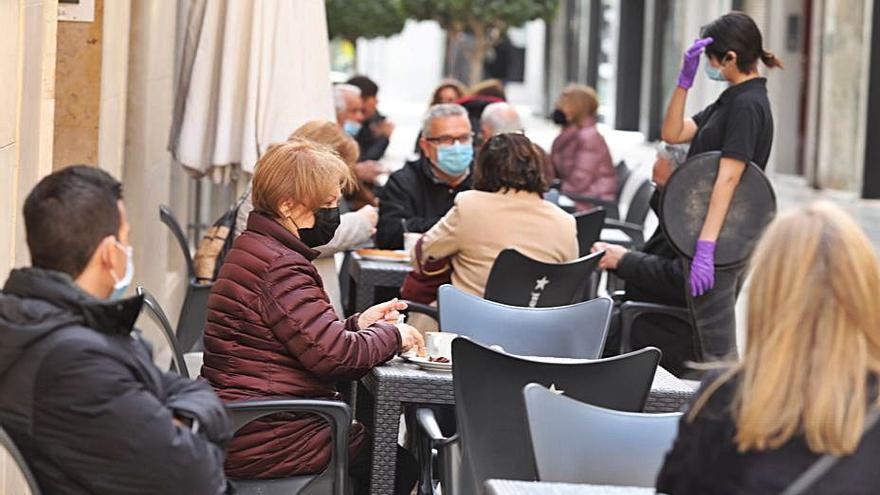 Más de 26.000 ilicitanos buscan un trabajo y el 60% pertenece al sector servicios