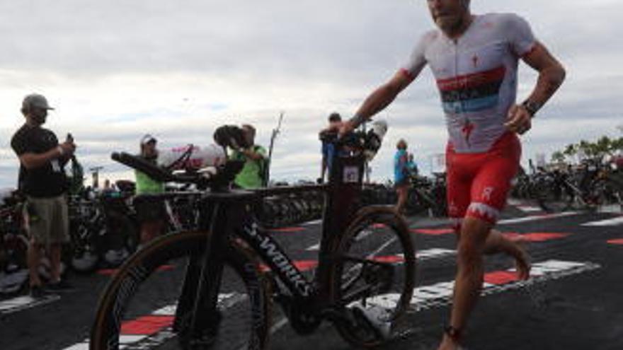 Javier Gómez Noya acaba undécimo en su debut en el Ironman de Hawai