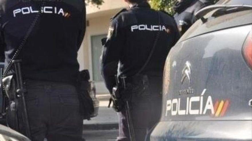 Seis policías nacionales resultan heridos al reducir a un hombre atrincherado en Canarias