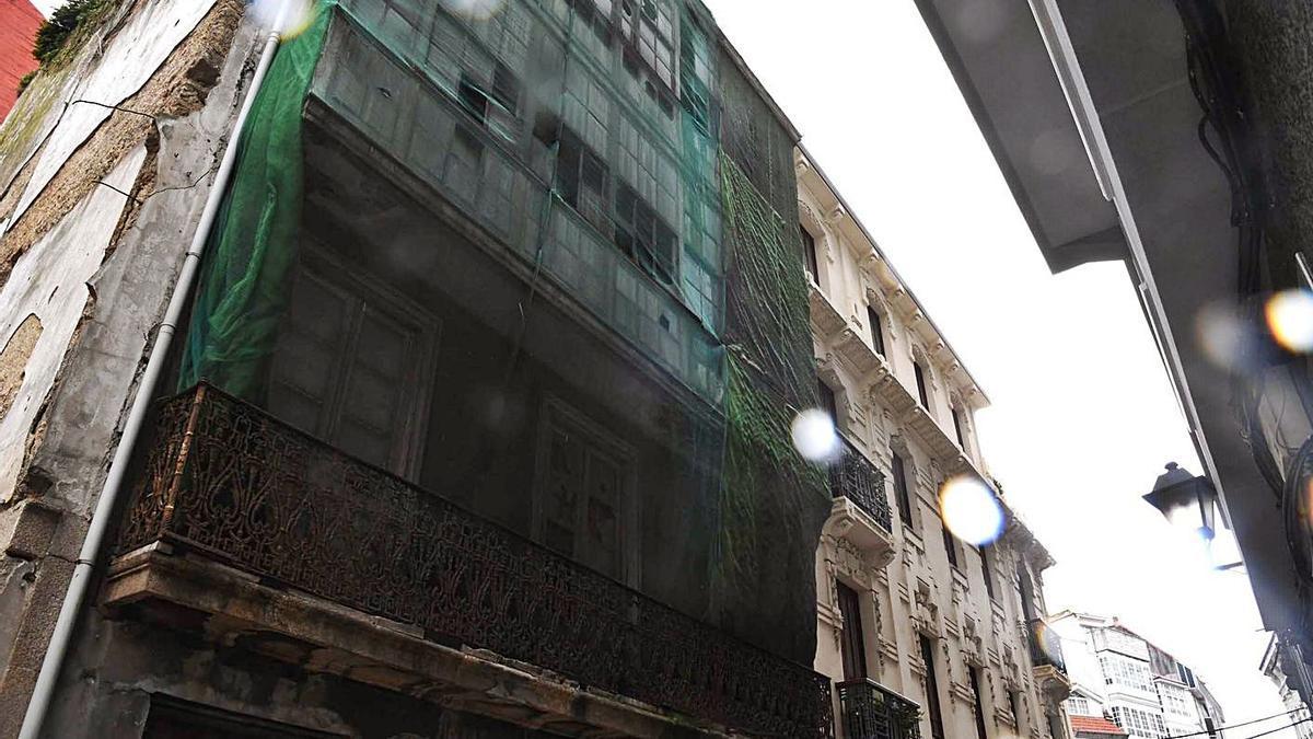 Edificio abandonado en la calle Pastoriza, en Pescadería. |   // VÍCTOR ECHAVE